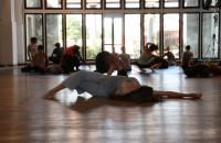 Riscaldamento e improvvisazione: il secondo giorno di workshop di Gabriela Carrizo