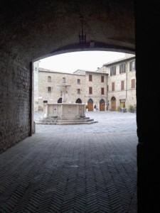 La piazza del borgo di Bevagna (foto ProLoco Bevagna)