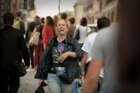 Stare nella realtà, aprirsi al mondo: conversazione con Daria Deflorian