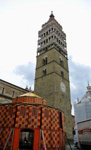 montaggio Obludarium Forman piazza del Duomo Pistoia2
