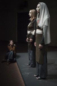 Daria Deflorian, Monica Piseddu e Monica Demuru (foto di Duccio Burberi)