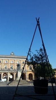 Piazza Ganganelli, con un'opera di Andreco